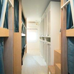 Отель Suk18 Hostel - Adults Only Таиланд, Бангкок - отзывы, цены и фото номеров - забронировать отель Suk18 Hostel - Adults Only онлайн балкон