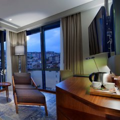 DoubleTree by Hilton Hotel Istanbul - Piyalepasa комната для гостей фото 3