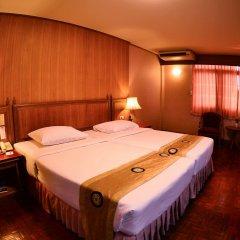 Отель Silom Village Inn комната для гостей фото 4