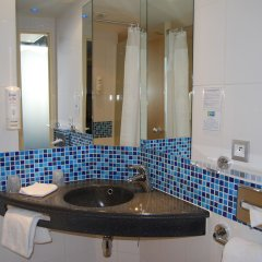 Отель Holiday Inn Express Toulouse Airport Франция, Бланьяк - отзывы, цены и фото номеров - забронировать отель Holiday Inn Express Toulouse Airport онлайн ванная фото 2