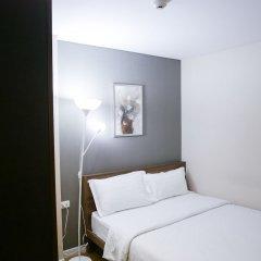 Отель Locals Sathorn Siamese Nang Linchee Бангкок комната для гостей фото 2