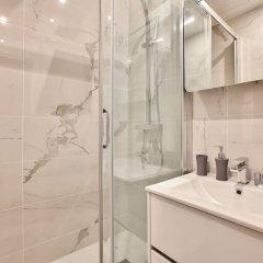 Отель 63 - Luxury Flat Champs-Élysées 1C Франция, Париж - отзывы, цены и фото номеров - забронировать отель 63 - Luxury Flat Champs-Élysées 1C онлайн ванная