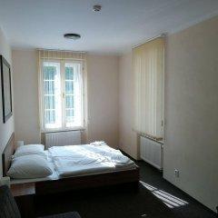 Отель U Svejku Чехия, Прага - отзывы, цены и фото номеров - забронировать отель U Svejku онлайн комната для гостей