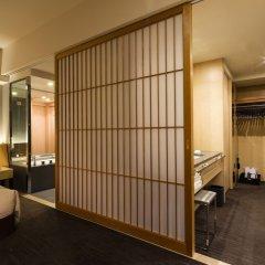 The Capitol Hotel Tokyu сейф в номере