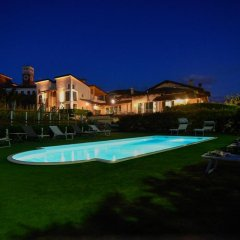 Отель La Rosa Gialla Здание Barolo бассейн