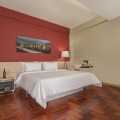 Siam Mitr Hostel Бангкок сейф в номере