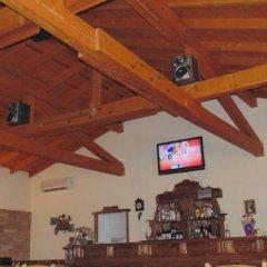 Отель Dvata Brjasta Family Hotel Болгария, Асеновград - отзывы, цены и фото номеров - забронировать отель Dvata Brjasta Family Hotel онлайн гостиничный бар