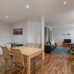 Апартаменты Silver Lining - Mile Apartments Эдинбург комната для гостей фото 5