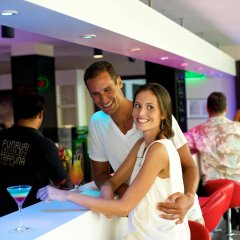 Отель Manava Suite Resort Пунаауиа гостиничный бар