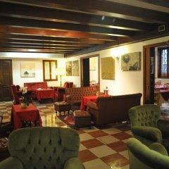 Hotel La Fenice Et Des Artistes интерьер отеля фото 2
