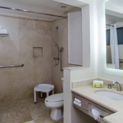 Отель Holiday Inn Suites Zona Rosa Мексика, Мехико - отзывы, цены и фото номеров - забронировать отель Holiday Inn Suites Zona Rosa онлайн ванная