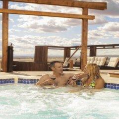 Отель Acclaim Hotel Calgary Airport Канада, Калгари - отзывы, цены и фото номеров - забронировать отель Acclaim Hotel Calgary Airport онлайн бассейн фото 2