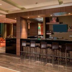 Отель Hampton by Hilton Cali гостиничный бар