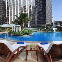 Отель Sheraton Shenzhen Futian Hotel Китай, Шэньчжэнь - отзывы, цены и фото номеров - забронировать отель Sheraton Shenzhen Futian Hotel онлайн бассейн фото 3