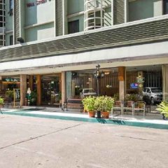 Отель Wall Street Inn Бангкок парковка