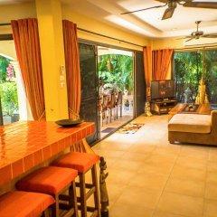 Отель Coconut Paradise Villas гостиничный бар