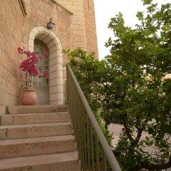 St. Georges Cathedral Pilgrim Guesthouse Израиль, Иерусалим - отзывы, цены и фото номеров - забронировать отель St. Georges Cathedral Pilgrim Guesthouse онлайн балкон