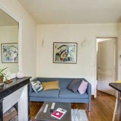 Отель Cosy apt for 2 close to Eiffel Tower Франция, Париж - отзывы, цены и фото номеров - забронировать отель Cosy apt for 2 close to Eiffel Tower онлайн комната для гостей фото 3
