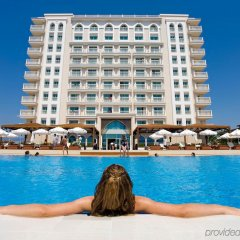Crowne Plaza Hotel Antalya Турция, Анталья - 10 отзывов об отеле, цены и фото номеров - забронировать отель Crowne Plaza Hotel Antalya онлайн бассейн