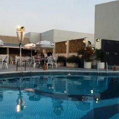 Avari Dubai Hotel бассейн фото 2