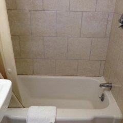 Отель Admiral Motel США, Скарборо - отзывы, цены и фото номеров - забронировать отель Admiral Motel онлайн ванная