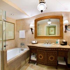 Отель The Leela Palace Bangalore ванная