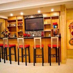 Отель The Eldon Luxury Suites гостиничный бар