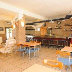 Отель Hostal Rosalia гостиничный бар