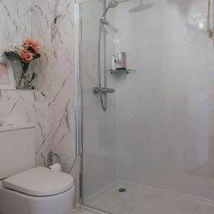 Отель Spacious Flat Near Murrayfield Великобритания, Эдинбург - отзывы, цены и фото номеров - забронировать отель Spacious Flat Near Murrayfield онлайн ванная