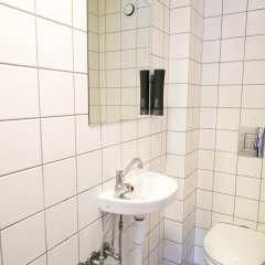 Отель Copenhagen Downtown Hostel Дания, Копенгаген - 1 отзыв об отеле, цены и фото номеров - забронировать отель Copenhagen Downtown Hostel онлайн ванная