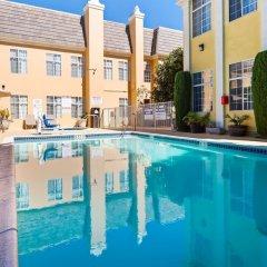 Отель Best Western Plus San Pedro Hotel & Suites США, Лос-Анджелес - отзывы, цены и фото номеров - забронировать отель Best Western Plus San Pedro Hotel & Suites онлайн бассейн фото 2