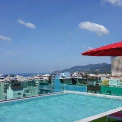 At Patong Hotel бассейн