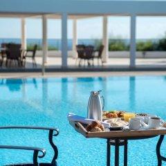 Royal Blue Hotel Paphos бассейн фото 9