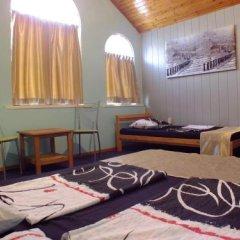 Гостиница Guest House on Solnechnaya 13 в Ольгинке отзывы, цены и фото номеров - забронировать гостиницу Guest House on Solnechnaya 13 онлайн Ольгинка комната для гостей фото 2