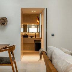 Отель Bisma Eight Ubud сейф в номере