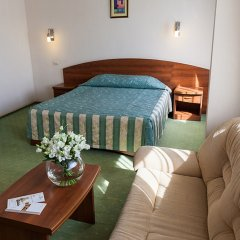 Гостиница Максима Славия комната для гостей