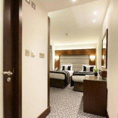 Отель The Park Grand London Paddington сейф в номере