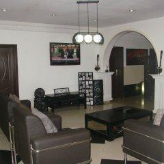 Отель Charlies Place And Suite интерьер отеля фото 2