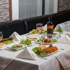 Отель Riverside Boutique Hotel Болгария, Банско - отзывы, цены и фото номеров - забронировать отель Riverside Boutique Hotel онлайн питание фото 2