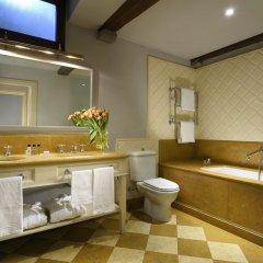 Отель Al Palazzo del Marchese di Camugliano Италия, Флоренция - отзывы, цены и фото номеров - забронировать отель Al Palazzo del Marchese di Camugliano онлайн ванная