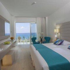 King Evelthon Beach Hotel & Resort комната для гостей