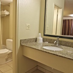 Отель Motel 6 Washington DC Convention Center США, Вашингтон - отзывы, цены и фото номеров - забронировать отель Motel 6 Washington DC Convention Center онлайн ванная