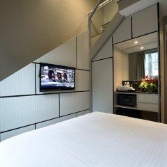 Отель V Bencoolen Сингапур сейф в номере