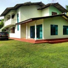 Отель Sunrise Beach Inn Шри-Ланка, Пляж Golden Mile - отзывы, цены и фото номеров - забронировать отель Sunrise Beach Inn онлайн вид на фасад