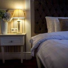 Queen's Court Hotel &Residence сейф в номере