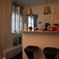 Апартаменты Cosy 1 Bedroom Apartment Near Le Marais Париж гостиничный бар