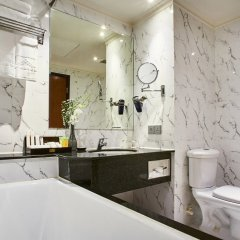 Отель Windsor Plaza Hotel Вьетнам, Хошимин - 1 отзыв об отеле, цены и фото номеров - забронировать отель Windsor Plaza Hotel онлайн ванная
