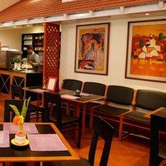 Отель Dhulikhel Lodge Resort Непал, Дхуликхел - отзывы, цены и фото номеров - забронировать отель Dhulikhel Lodge Resort онлайн гостиничный бар