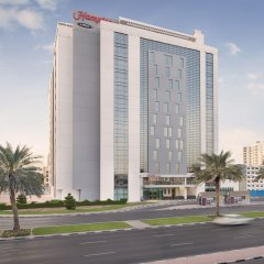 Отель Hampton by Hilton Dubai Airport парковка