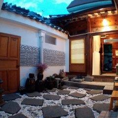 Отель Bukchon Guesthouse с домашними животными